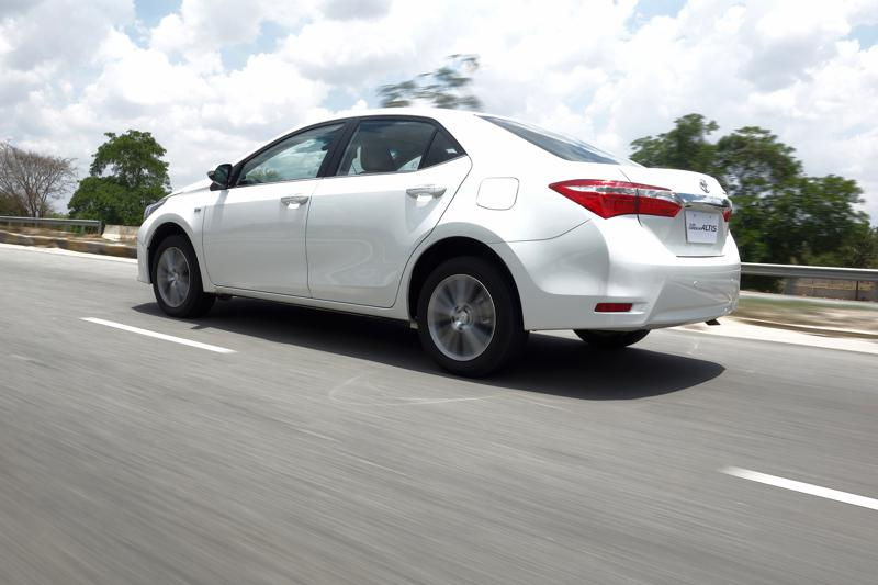 Toyota Corolla Altis Images 4