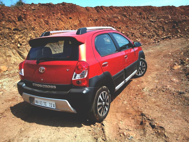 2014 Toyota Etios Cross Photos 3