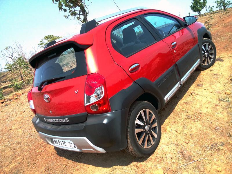 2014 Toyota Etios Cross Photos 5