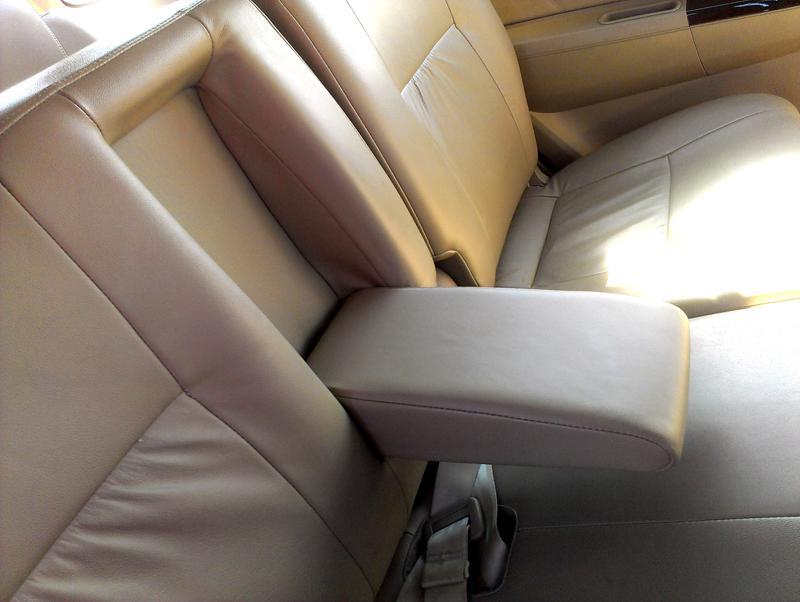 Toyota Fortuner armrest image