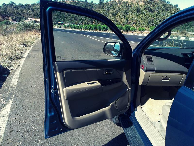 Toyota Fortuner door images