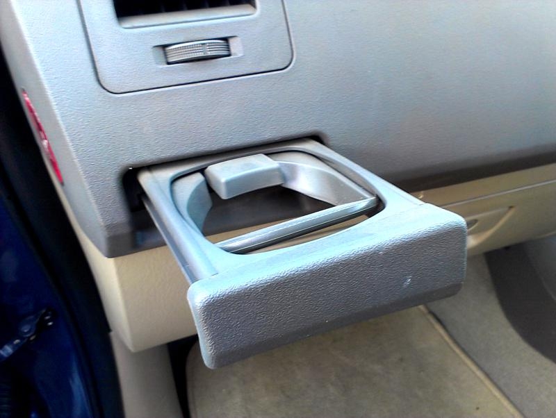 Toyota Fortuner glass holder stand