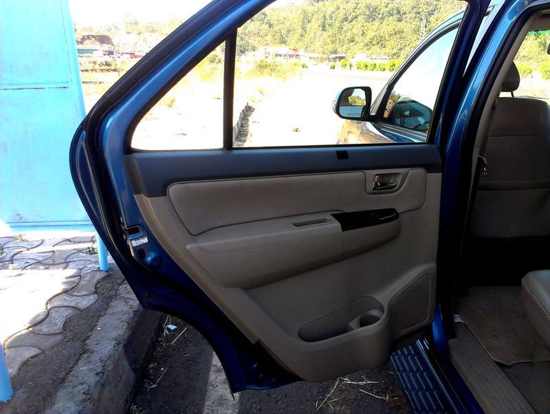 Toyota Fortuner rear door trim