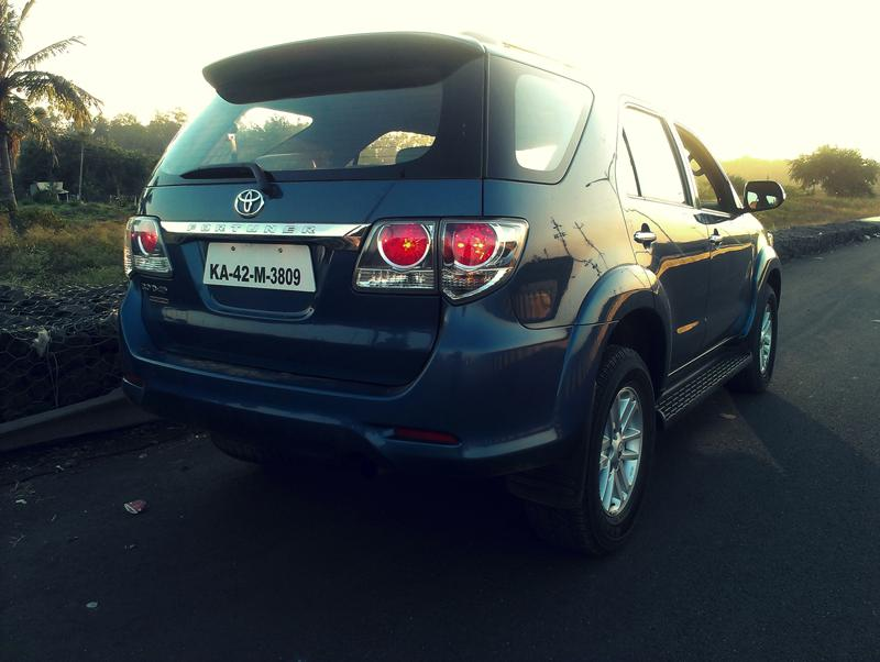 Toyota Fortuner rear profile image1