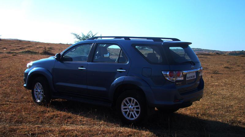 Toyota Fortuner roofline image