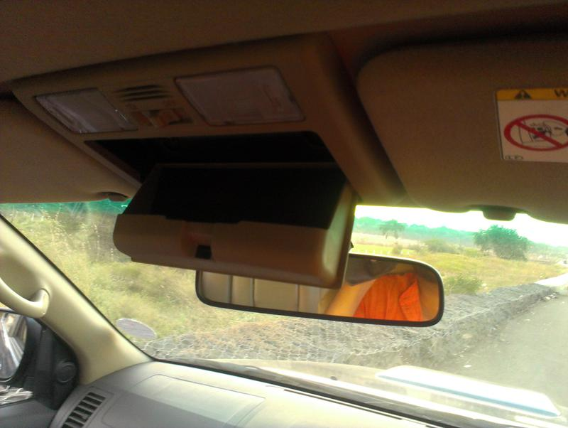 Toyota Fortuner sunglasses holder
