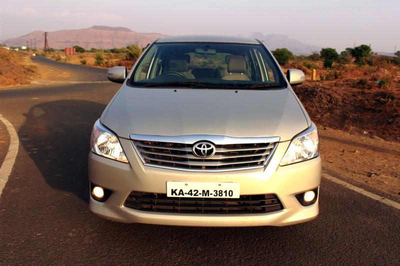 Toyota Innova Front Photo 2