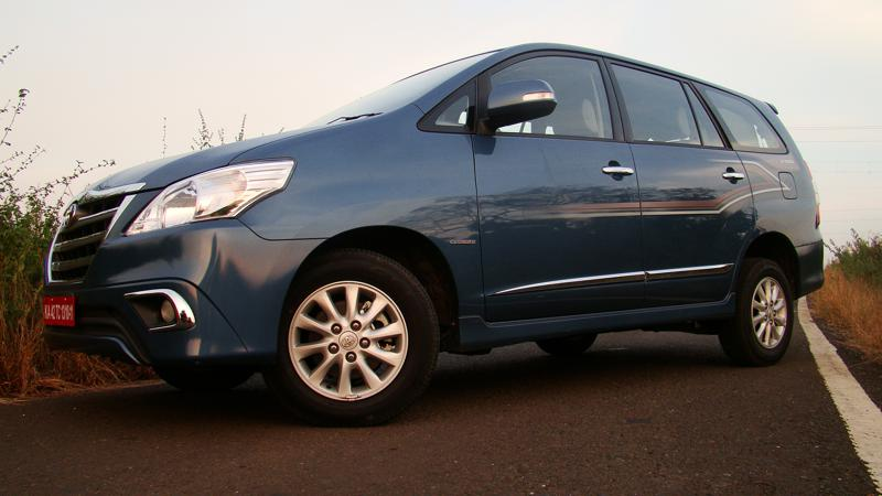 Toyota Innova Photos 7