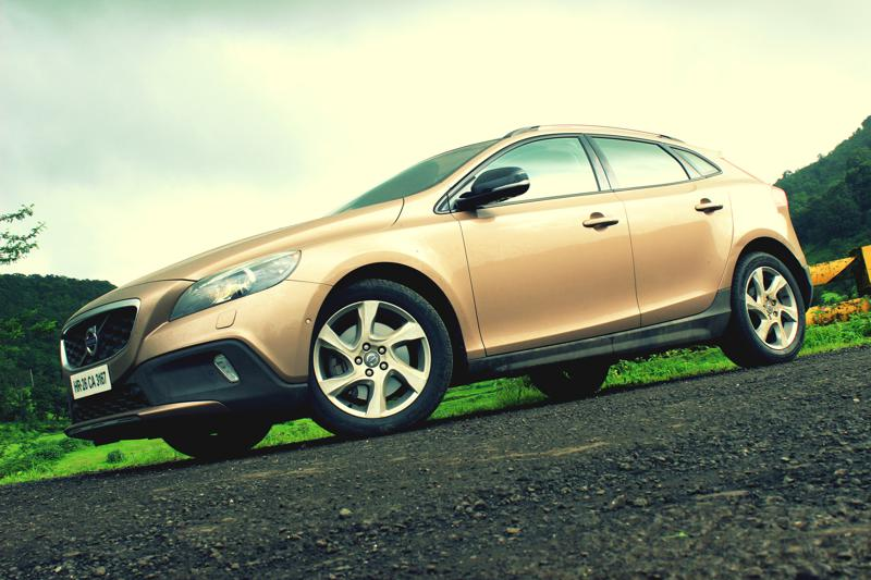 Volvo V40 Cross Country Image 1