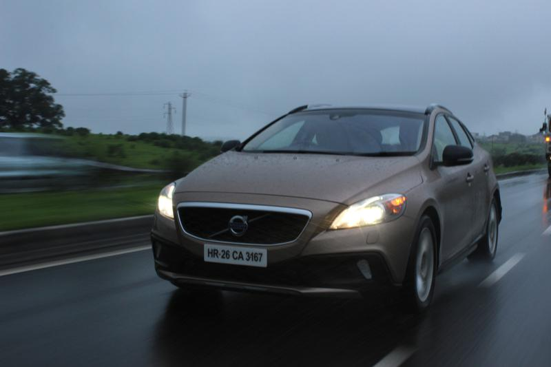 Volvo V40 Cross Country Image 24