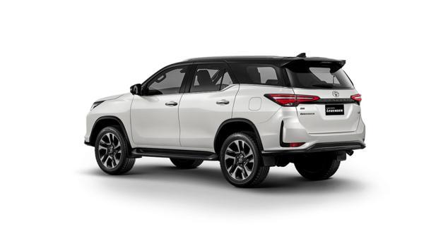 Toyota-Fortuner-Legend-left-rear-three-quarter