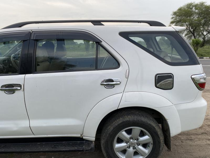 Used 2011 Toyota Fortuner Car In Jhansi
