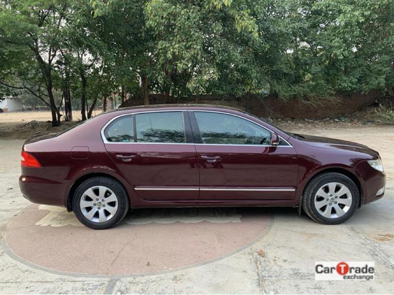 Used 2013 Skoda Superb Car In New Delhi