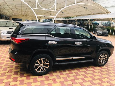 Toyota Fortuner 2.8 4x4 AT