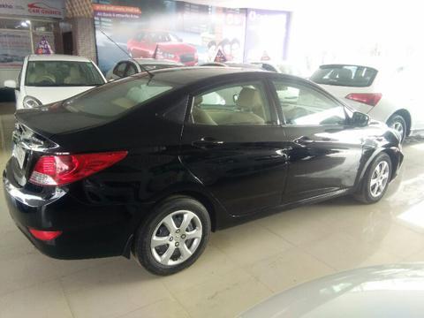 Hyundai Verna Fluidic 1.4 VTVT (2012) in Raisen