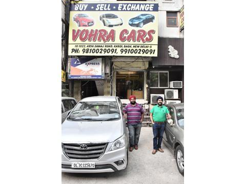 Mahindra XUV500 W10 FWD AT