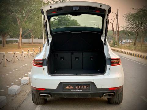 Porsche Macan R4 (2017) in Mumbai