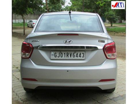Hyundai Xcent 2nd Gen 1.1 U2 CRDi 5-Speed Manual S (2016) in Ahmedabad