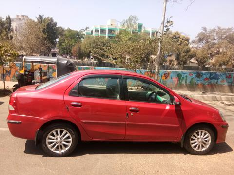Toyota Etios V (2014) in Mumbai