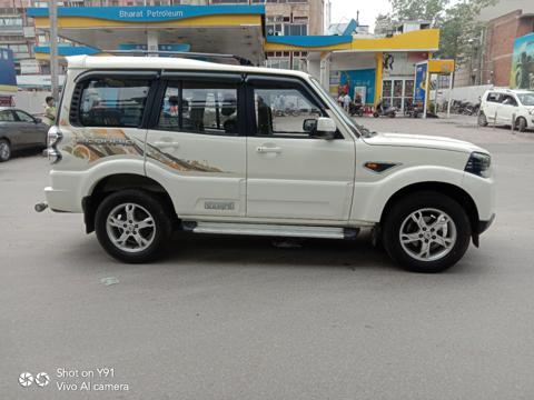 Mahindra Scorpio S4 1.99 (2016) in New Delhi