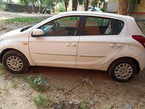 Hyundai i20 Magna 1.4 CRDI (2011) in Moradabad