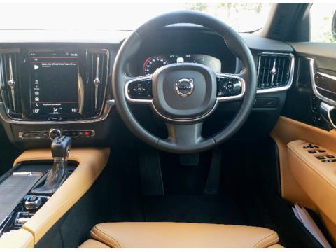 Volvo S90 Momentum D4 (2019) in New Delhi