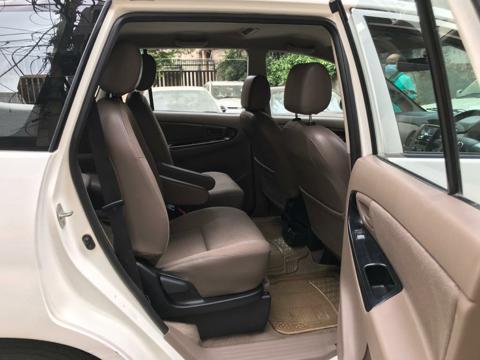 Toyota Innova 2.5 G (Diesel) 7 STR Euro4 (2015) in New Delhi