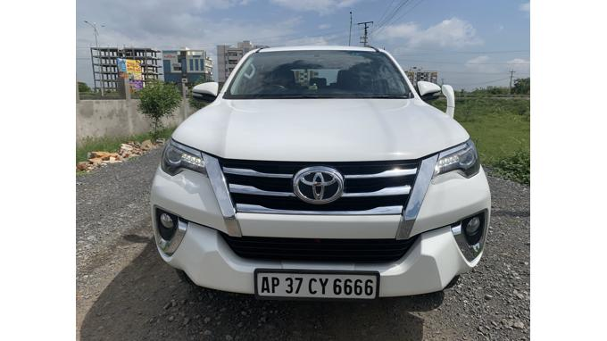 Used 2017 Toyota Fortuner Car In Hyderabad